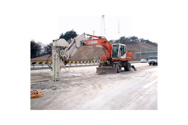 In-excavator Wire Saw