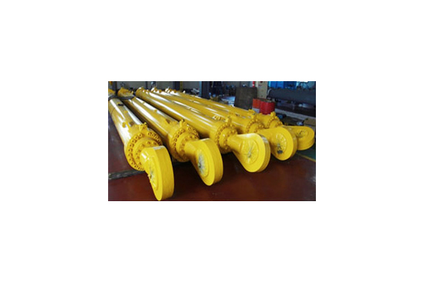 Supersized Hydraulic Cylinder